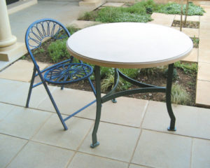 900 Round Top with Galvanised Stell Legs and Foldable Daisy Chair