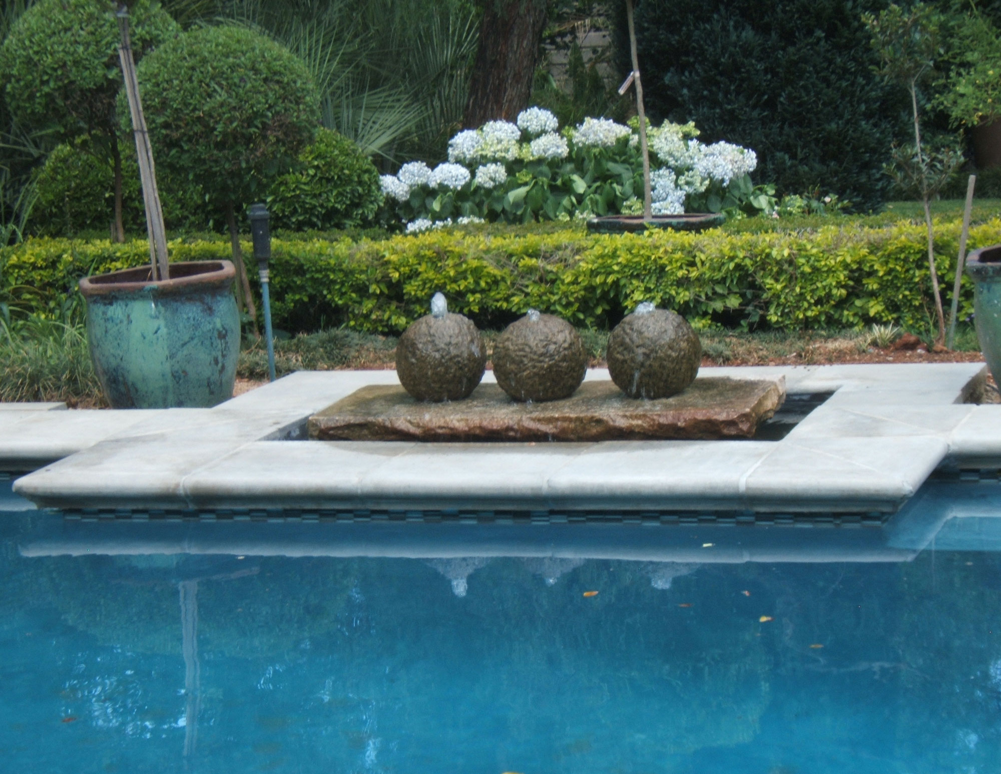 Paving garden pots outdoor furniture more for Garden pool surrounds